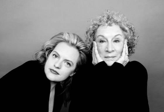 Elisabeth Moss y Margaret Atwood